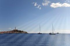 Il Croatia - Rovinj - cartolina delle navi e della città Fotografia Stock Libera da Diritti