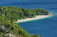Il Croatia - spiaggia lungo Makarska riviera Fotografia Stock Libera da Diritti