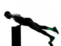 Il crossfit dell'uomo esercita la siluetta di forma fisica Fotografia Stock Libera da Diritti