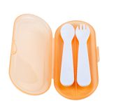 Il cucchiaio e la forchetta di plastica su bianco hanno isolato il fondo Immagini Stock Libere da Diritti