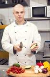 Il cuoco unico prepara il pasto Fotografie Stock Libere da Diritti