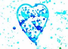 Il cuore con spruzza dell'acquerello blu, blu e porpora luminoso su fondo bianco, sveglio, modello, dipinto a mano fotografie stock