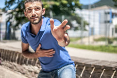 il cuore di attacco mantiene l'uomo fotografia stock libera da diritti