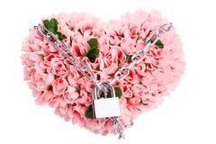 Il cuore fatto delle rose ha chiuso sulla serratura isolata sul whi Fotografia Stock Libera da Diritti