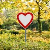 Il cuore firma dentro la foresta Immagini Stock Libere da Diritti