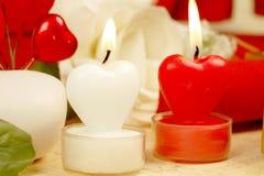 Il cuore romantico ha modellato le candele impostate Fotografie Stock