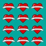 Il cuore rosso sopra agreen il fondo Immagine Stock