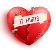 Il cuore rotto ha ferito nel colore rosso con i punti e le toppe Fotografia Stock Libera da Diritti