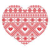Il cuore ucraino tradizionale di arte di piega ha tricottato il modello rosso del ricamo Fotografia Stock Libera da Diritti