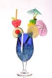 Il curacao blu Coctail fresco isolato su bianco Fotografia Stock
