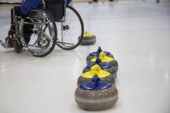 Il curling in carrozzina d'arricciatura paralimpico di addestramento Fotografia Stock