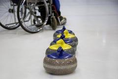 Il curling in carrozzina d'arricciatura paralimpico di addestramento Immagine Stock