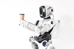 Il cyborg moderno sta bevendo il caffè espresso Immagine Stock