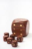 Il dado di legno aperto con un piccolo di legno taglia Fotografia Stock