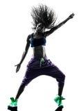 Il dancing del ballerino di zumba della donna esercita la siluetta immagine stock libera da diritti