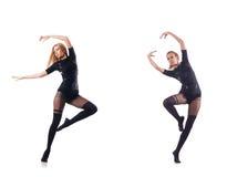 Il dancing della giovane donna sul fondo bianco Fotografie Stock Libere da Diritti