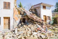 Il danno causato dal terremoto che ha colpito l'Italia centrale in 20 Immagini Stock