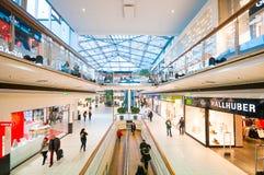 Il Danubio si concentra il centro commerciale (Donau Zentrum) a Vienna, Austria Immagine Stock Libera da Diritti