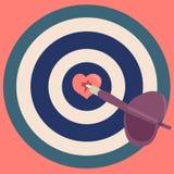 Il dardo ha colpito il cuore in mezzo all'obiettivo Fotografie Stock