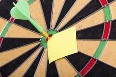 Il dardo ha colpito il centro dell'obiettivo Immagine Stock Libera da Diritti