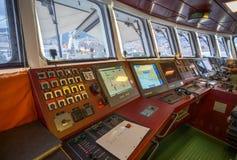 Il dashbord del timone del ponte della barca di Greenpeace Raimbow Worrior immagine stock