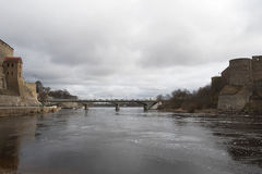 Il ½ del ¿ di Bridgeï di amicizia del ½ del ¿ del ï sopra il fiume di Narva Fotografia Stock Libera da Diritti
