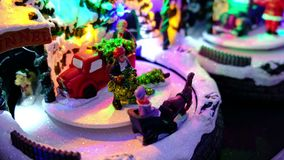 Il deposito di giocattolo di Natale allegro va carosello rotondo video d archivio
