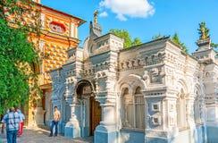 Il deposito di libro del monastero in st Sergius Trinity Lavra Immagine Stock