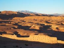 Il deserto e l'alta gamma di MONTAGNE dell'ATLANTE abbelliscono nel Marocco centrale Immagini Stock