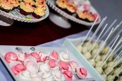 Il dessert ha decorato la meringa Immagini Stock
