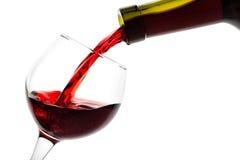 Il dettaglio del vetro è riempito di vino rosso Immagine Stock Libera da Diritti