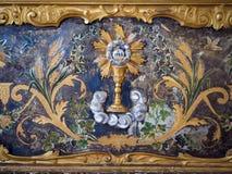 Il dettaglio di un altare dell'abbazia dipinto in oro con ha descritto il Eucha Fotografia Stock Libera da Diritti