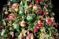 Il dettaglio ha decorato l'albero di Natale Fotografia Stock Libera da Diritti
