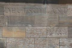 Il Deutschland (Germania) La parola ha scolpito nei blocchi di pietra Immagini Stock Libere da Diritti