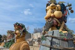 Il ` di quattro stagioni è una serie di quattro teste giganti, ciascuna della scultura che rappresenta una stagione dell'anno Art Immagini Stock Libere da Diritti