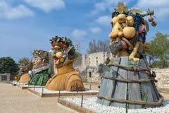 Il ` di quattro stagioni è una serie di quattro teste giganti, ciascuna della scultura che rappresenta una stagione dell'anno Art Fotografie Stock