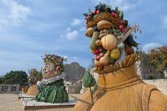 Il ` di quattro stagioni è una serie di quattro teste giganti, ciascuna della scultura che rappresenta una stagione dell'anno Art Immagine Stock Libera da Diritti