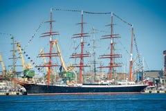 Il ` di Sedov del ` della nave si mette in bacino in Klaipeda durante le corse alte 2017 della nave Immagini Stock Libere da Diritti