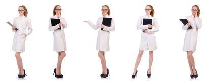 Il diario abbastanza femminile della tenuta di medico isolato su bianco Immagini Stock
