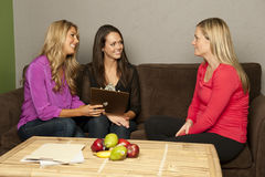 Il dietista consulta una femmina incinta Fotografie Stock