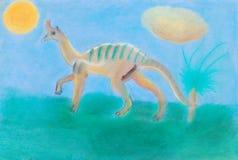 Il dinosauro cammina sul prato verde Fotografie Stock