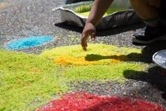 Il disegno in anticipo del bambino di istruzione di concetto ha colorato il seme del riso Fotografia Stock