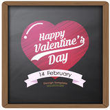 Il disegno ed il cuore felici di tipografia di giorno di S. Valentino sul fondo della lavagna strutturano il retro stile d'annata Fotografia Stock Libera da Diritti