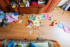 Il disordine nell'appartamento immagini stock