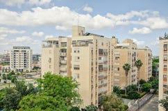 Il distretto di Givat Nof con i 50 anni 8 costruzioni di appartamento di storia Fotografia Stock Libera da Diritti