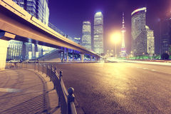 Il distretto di Pudong della città di Shanghai alla notte Fotografie Stock Libere da Diritti