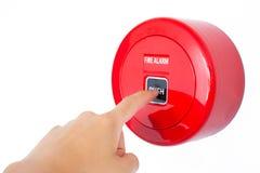 Il dito della stampa dell'uomo l'allarme antincendio del bottone fotografie stock libere da diritti