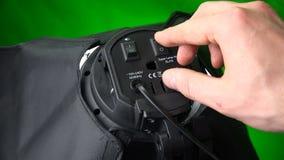 Il dito indice include le lampade incandescenti sul softbox video d archivio