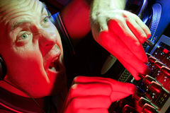 Il DJ che esamina la folla Fotografia Stock Libera da Diritti
