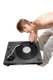 Il DJ che graffia su una piattaforma girevole Fotografia Stock